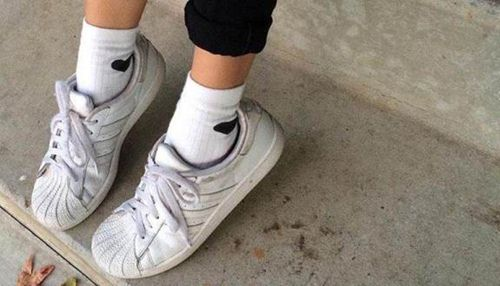 giày sneaker chính hãng