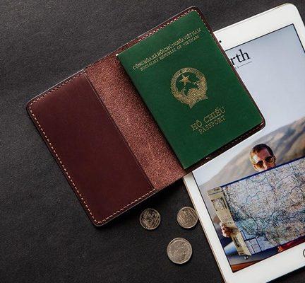 ví đựng passport khắc tên hcm