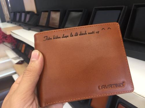 khắc tên lên ví