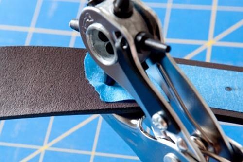Photo of Cách bấm lỗ dây nịt chuẩn không cần chỉnh dành cho các chàng