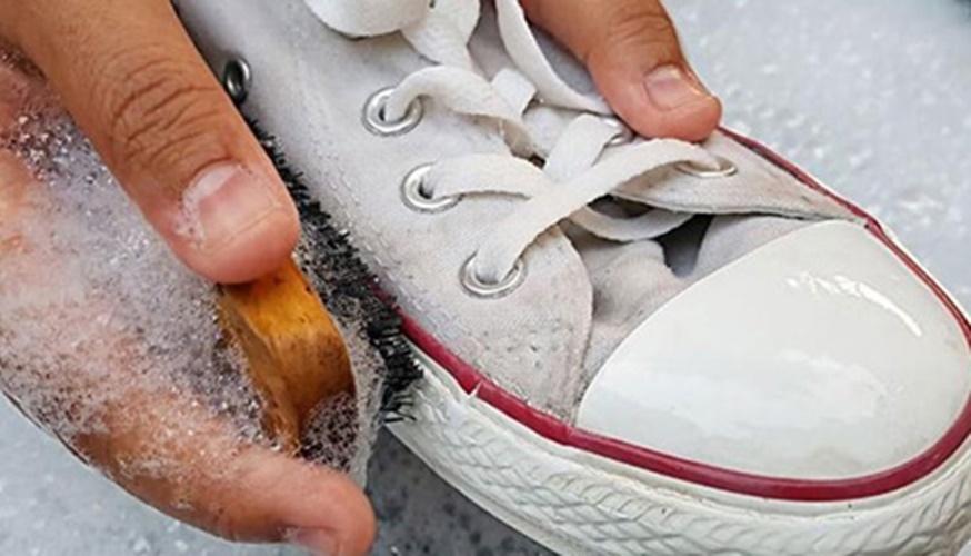 Photo of Khám phá bí quyết giặt giày đúng cách cho đôi giày của bạn