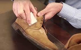 vệ sinh giày da lộn