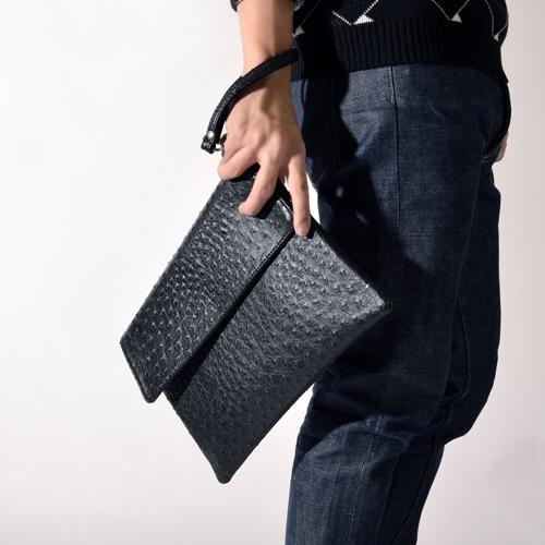 Photo of Lý do quý ông lịch lãm nên sử dụng clutch cầm tay mỗi ngày