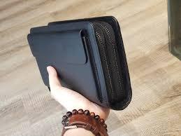 cách chọn ví cầm tay nam