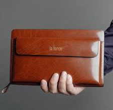 Photo of Tiết lộ 6 cách chọn ví cầm tay nam da thật càng xài càng mới